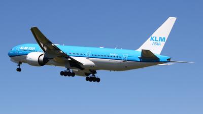 A picture of PHBQF - Boeing 777206(ER) - KLM - © Mark de Bruijn