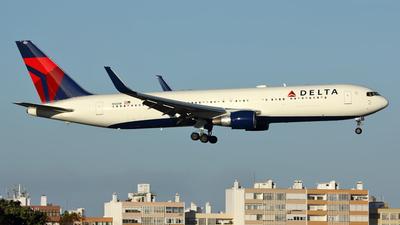 N1201P - Boeing 767-332(ER) - Delta Air Lines