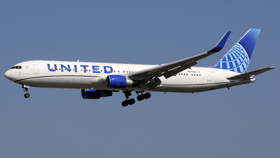A picture of N670UA - Boeing 767322(ER) - United Airlines - © Urs RYSER � Alpes^^Air^^Pic