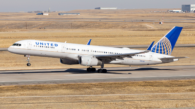 A picture of N19136 - Boeing 757224 - United Airlines - © HA-KLS