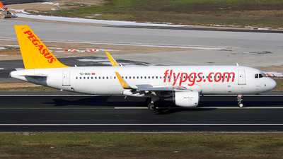 A picture of TCDCD - Airbus A320214 - Pegasus Airlines - © Daniel Klein