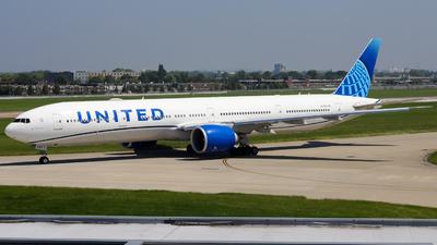 N2749U - Boeing 777-300ER - United Airlines