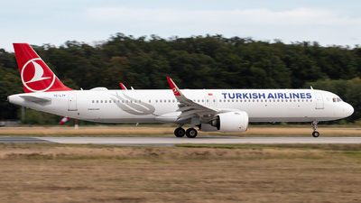 A picture of TCLTF - Airbus A321271NX - Turkish Airlines - © Julian S.
