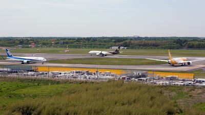 RJAA - Airport - Runway