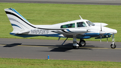 A picture of N850KF - Cessna 310Q - [310Q0041] - © Ian Howat