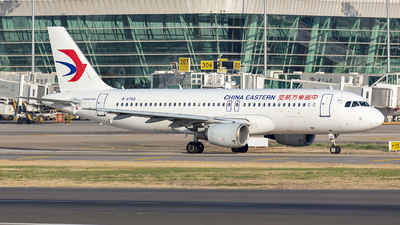 A picture of B6758 - Airbus A320214 - China Eastern Airlines - © Eric Wang