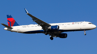 A picture of N398DN - Airbus A321211 - Delta Air Lines - © Alec Mollenhauer