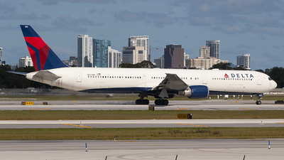 A picture of N837MH - Boeing 767432(ER) - Delta Air Lines - © Mark Lawrence