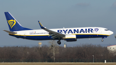 A picture of EIEKN - Boeing 7378AS - Ryanair - © Menyhért Bence