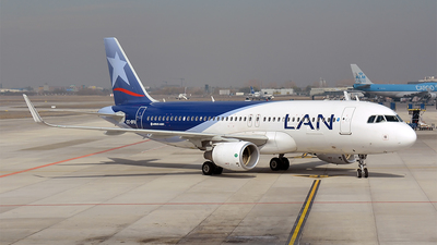 CC-BFU - Airbus A320-214 - LAN Airlines