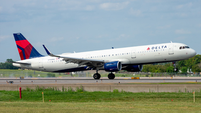 A picture of N330DX - Airbus A321211 - Delta Air Lines - © Mateo Skinner