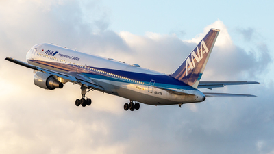 A picture of JA617A - Boeing 767381(ER) - All Nippon Airways - © LUSU