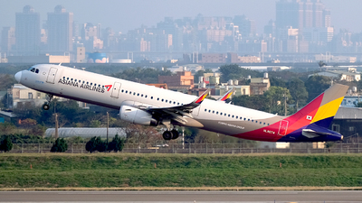 A picture of HL8074 - Airbus A321231 - Asiana Airlines - © HHD0221