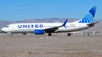 A picture of N13248 - Boeing 737824 - United Airlines - © Lars Rohde