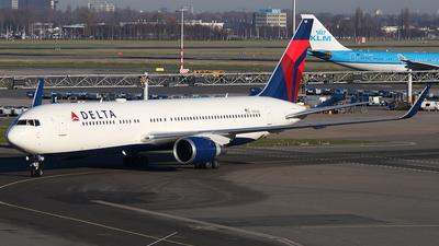 N1610D - Boeing 767-332(ER) - Delta Air Lines