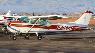 A picture of N5225D - Cessna 172N Skyhawk - [17272457] - © BaszB