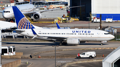 A picture of N24702 - Boeing 737724 - United Airlines - © Rocky Wang