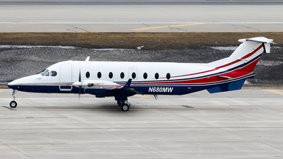 N680MW - Beech 1900D - Private