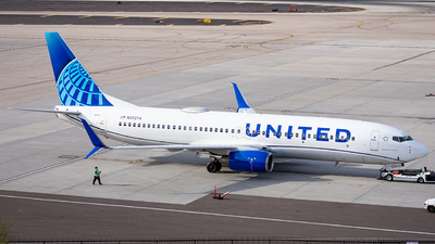 A picture of N37274 - Boeing 737824 - United Airlines - © Alexander Owen