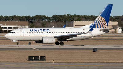 A picture of N24736 - Boeing 737724 - United Airlines - © Yixin Chen