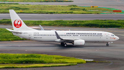A picture of JA350J - Boeing 737846 - Japan Airlines - © Resupe