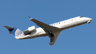 A picture of N693BR - Mitsubishi CRJ200LR - United Airlines - © Yixin Chen