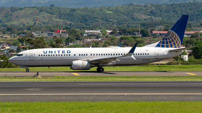 N76515 - Boeing 737-824 - United Airlines