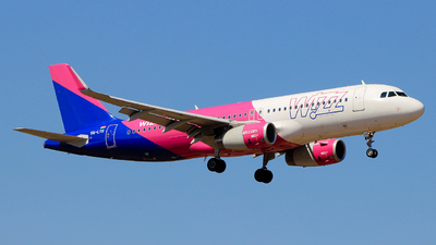 A picture of HALYG - Airbus A320232 - Wizz Air - © Pampillonia Francesco - Plane Spotters Bari