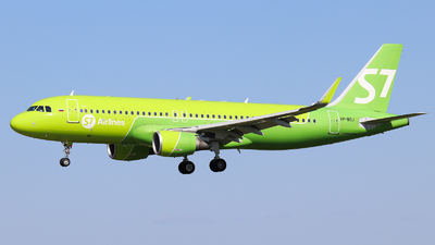 A picture of VPBOJ - Airbus A320214 - S7 Airlines - © Vitaly Revyakin