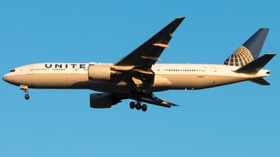 A picture of N219UA - Boeing 777222(ER) - United Airlines - © Meng