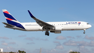 A picture of CCCWV - Boeing 767316(ER) - LATAM Airlines - © Felipe Garcia