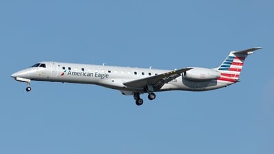 A picture of N661JA - Embraer ERJ145LR - American Airlines - © Yixin Chen