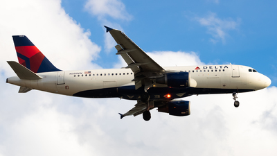 A picture of N358NW - Airbus A320212 - Delta Air Lines - © Yishai Howe