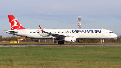 A picture of TCJTN - Airbus A321231 - Turkish Airlines - © Ilie Trandafir