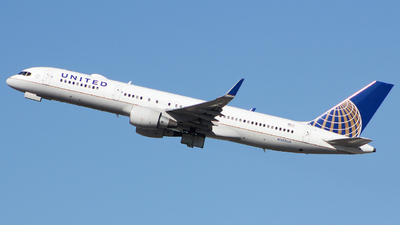 A picture of N502UA - Boeing 757222 - United Airlines - © Xiamen Air 849