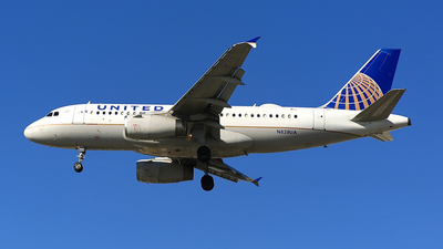 A picture of N828UA - Airbus A319131 - United Airlines - © Jonathan Kang