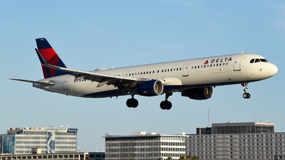 A picture of N393DN - Airbus A321211 - Delta Air Lines - © Rocky Wang