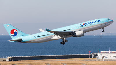 HL8227 - Airbus A330-223 - Korean Air