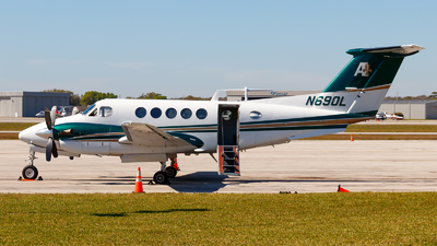 A picture of N690L - Beech B200 Super King Air - [BB1573] - © Oliver Richter