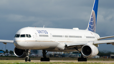 N77865 - Boeing 757-33N - United Airlines