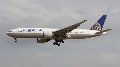 N79011 - Boeing 777-224(ER) - Continental Airlines