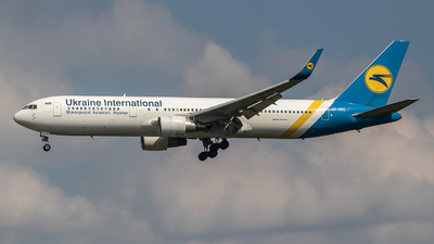 UR-GEC - Boeing 767-33A(ER) - Ukraine International Airlines