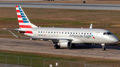 A picture of N425YX - Embraer E175LR - American Airlines - © Azillion 737