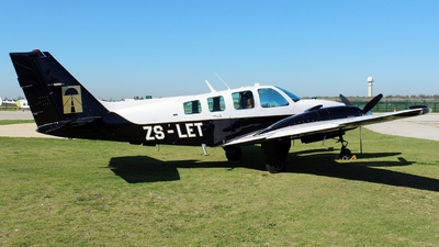ZS-LET - Beechcraft 58 Baron - Private