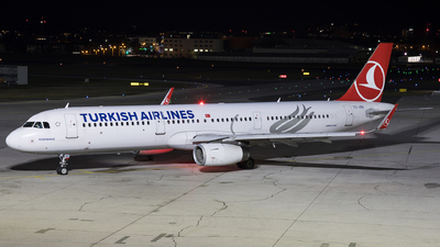 A picture of TCJSO - Airbus A321231 - Turkish Airlines - © David Schilcher