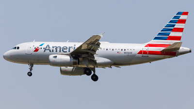 A picture of N818AW - Airbus A319132 - American Airlines - © Martin Pinnau