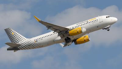 A picture of ECMES - Airbus A320232 - Vueling - © JM Deza
