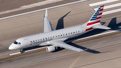 A picture of N216NN - Embraer E175LR - American Airlines - © Ben Suskind
