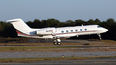 A picture of N421QS - Gulfstream G450 - NetJets - © Kevin Porter