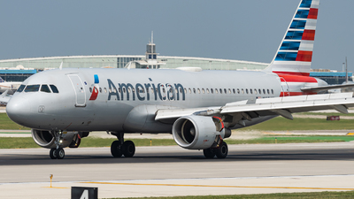 A picture of N105UW - Airbus A320214 - American Airlines - © Haocheng Fang